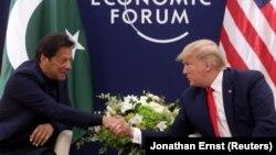 """دونالد ترمپ در دیدارش با عمران خان در شهر داووس سویس در حاشیه اجلاس """"مجمع اقتصادی جهان"""""""