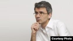 محمد سلیمانینیا، مترجم ادبی و موسس شبکه داخلی اینترنت در ایران.
