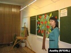 Рус теле укытучысы Эльвира Хуҗәтова