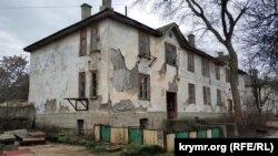 Из аварийного дома по улице Паршина, 11 расселены еще не все жильцы