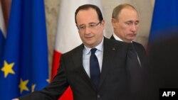 Orsýetiň prezidenti Wladimir Putin (sagda) we Fransiýanyň prezidenti Fransua Holland (çepde), Moskwa, 28-fewral, 2013.