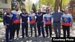 Разгневанные пользователи грузинского сегмента Facebook, увидевшие фотографию, не скупились на жесткие комментарии
