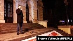 """Dovoljna je jedna varnica, jedna usijana glava zapaljena mržnjom pa da dođe do sukoba neslućenih razmera"""", rekao je Manojlović"""