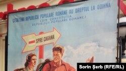 """""""Epoca de aur"""": expoziție-licitație cu lucruri personale ale dictatorilor Ceaușescu scoase la vânzare."""