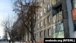 Панэльны дом на Севастопальскай вуліцы ў Гомелі, дзе наймаюць кватэру бацькі Міхаіла Жызьнеўскага