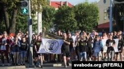 Фанаты Макса Каржа перад яго канцэртам у Менску, 24 жніўня