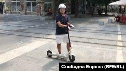 По улиците на София все по-често се срещат електрически скутери