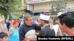"""Povodom Ramazanskog bajrama u centru Kragujevca postavljena je """"Bajramska sofra"""", Kragujevac, 01. septembar 2011."""