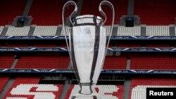 Кубок, который вручается победителю Лиги Чемпионов УЕФА