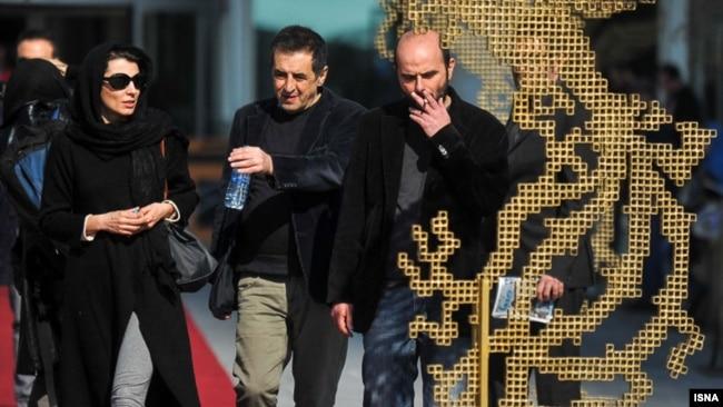 صفی یزدانیان در کنار علی مصفا و لیلا حاتمی دو بازیگر اصلی در دنیای تو ساعت چند است