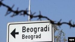 """Дорожный знак с надписью на сербском: """"Белград"""". Иллюстративное фото."""