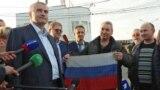 Моряки «Норду» зустрічаються з російським главою Криму Сергієм Аксеновим після повернення до Криму