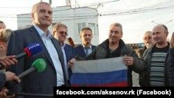 Сергей Аксенов встречает моряков керченского судна «Норд», 30 октября 2018 года