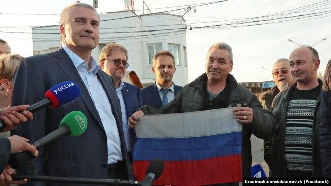 Российский глава Крыма Сергей Аксенов встречает в Крыму экипаж «Норда», осень 2018 года