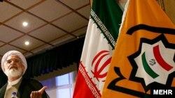 مهدی کروبی، از رهبران مخالفان دولت در یکی از کنگرههای حزب اعتماد ملی در تهران.