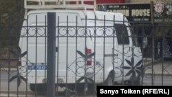 Полицейский микроавтобус. Иллюстративное фото.