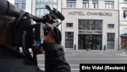 Возле здания гостиницы в Брюсселе, где жил Пучдемон
