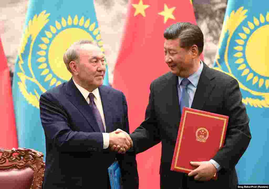 Нурсултан Назарбаев и Си Цзиньпин подписали несколько документов.