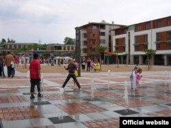 Центральна площа в Дольніх Брещанах (Фото з сайту www.dolnibrezany.cz)