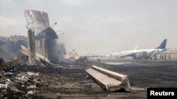 Pamje pas sulmit të militantëve talibanë kundër aeroportit në Karaçi në qershor të vitit 2014