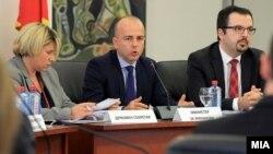 Министерт за финансии Драган Тевдовски на отворена дискусија за Предлог-буџет за 2018 година.