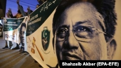 Supporters of former President Pervez Musharraf protest against his death sentence for treason in Karachi on December 17.