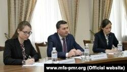 Alexandr Stețiuk (mijloc)