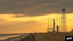 Ракета Antares перед запуском на космодроме Уоллопс