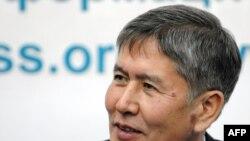 Бириккен оппозициянын президенттик кызматка бирдиктүү талапкери - Алмазбек Атамбаев