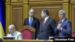 Зліва направо: Олександр Турчинов, Арсеній Яценюк, Петро Порошенко та Руслан Кошулинський, Київ, 31 липня 2014 року