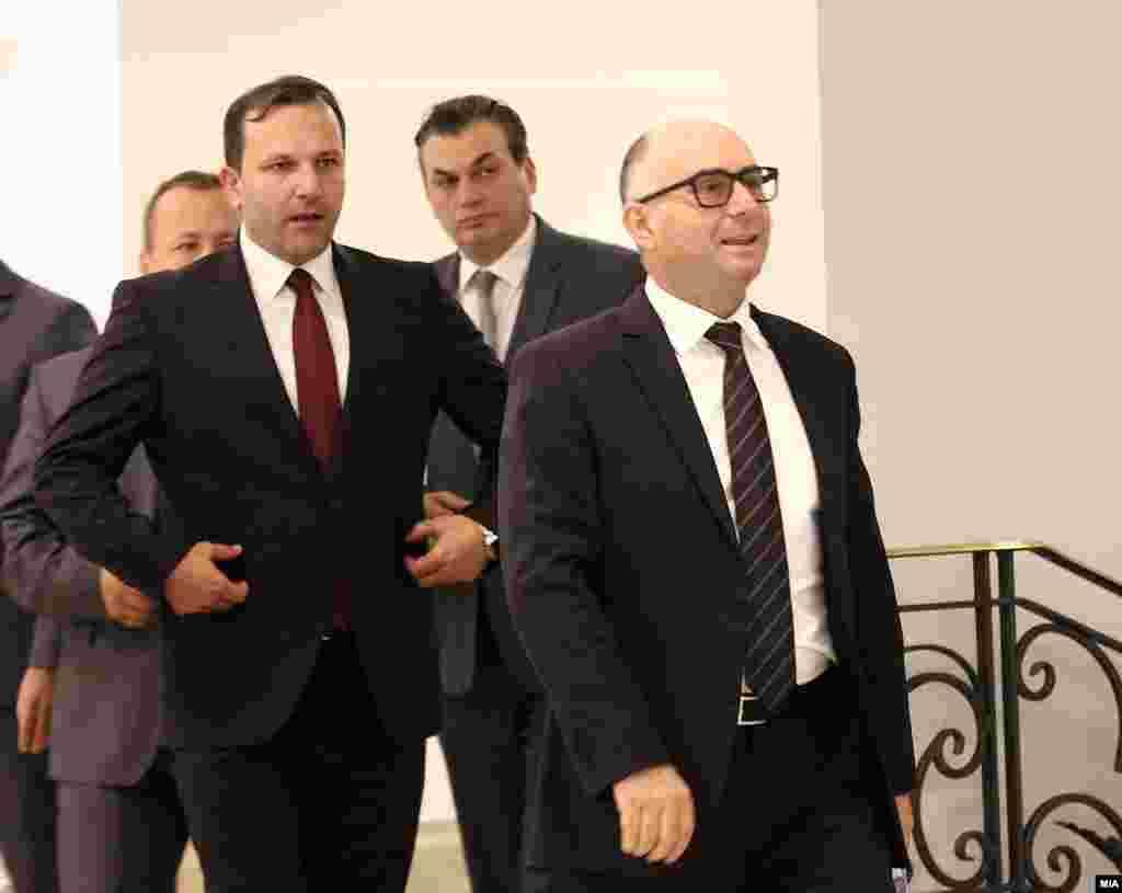 МАКЕДОНИЈА - Обвинителниот акт поднесен од Јавното обвинителство за настаните во Собранието на 27 април минатата година е прифатен, соопшти Кривичниот суд. Јавното обвинителство на 27 март годинава поднесе обвинение против 30 лица во врска со т.н. крвав четврток, меѓу кои и петмина пратеници и поранешниот министер за внатрешни работи Митко Чавков.