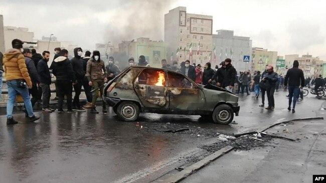 Iranian protesters in Tehran. November 16, 2019