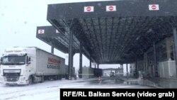 Jedan od prelaza između Srbije i Kosova na dan ukidanja taksi i prelaska na recipročne mere