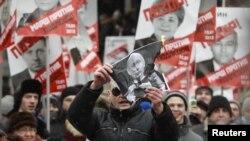 """Москва, многотысячный марш против """"закона подлецов"""""""
