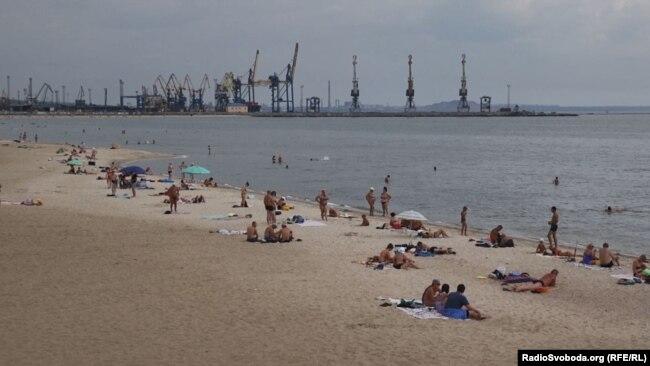 Пляж «Песчанка» в Мариуполе, Азовское море