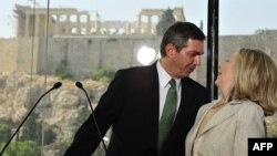 Ставрос Ламбринидис со Хилари Клинтон.