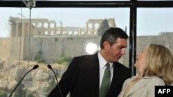 Спецпредставитель ЕС по правам человека Ставрос Ламбринидис - в свою бытность главой МИД Греции (встреча с госсекретарем США Хиллари Клинтон, июль 2011 года))
