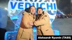 Руслан Байсаров (слева) и глава Чечни Рамзан Кадыров