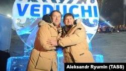 Глава Чечни Рамзан Кадыров и строительный магнат Руслан Байсаров на открытии Ведучи, 27 февраля 2013 года