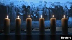 Мәскеудегі Холокост құрбандарын еске алу шарасында жағылған шырақтар. 27 қаңтар 2013 жыл.