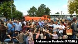 Pešić: Vučić je napravio unutrašnju trovačnicu (na fotografiji: Aleksandar Vučić daje izjavu medijima, arhivska fotografija)