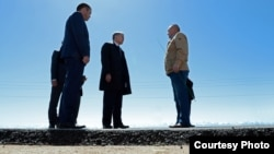 Президент Алмазбек Атамбаев жана министр Жамшитбек Калилов