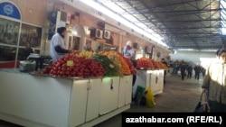 Aşgabatdaky bazarlaryň biri