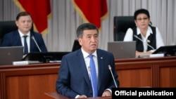 Президент Кыргызстана Сооронбай Жээнбеков в парламенте. Бишкек, 27 июня 2018 года.