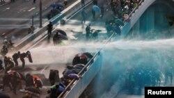 Pamje nga protestat e ditës së diel në Hong Kong.