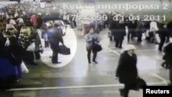 Ապրիլի 11-ին Մինսկի մետրոյի «Օկտյաբրսկայա» կայարանի անվտանգության տեսախցիկի նկարահանած կադրերը, որոնցում պատկերված է ենթադրյալ ահաբեկիչը