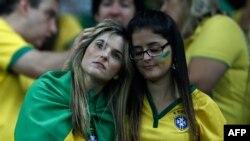 Бразилиялик футбол мухлислари терма жамоа мағлубиятидан сўнг.