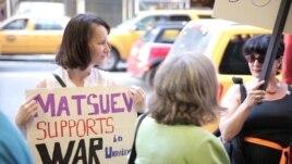 La un protest la New York împotriva atitudinii lui Mațuev