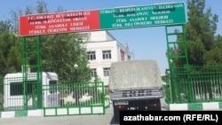 Turkmenistan. Turkish school in Ashgabat. Gates. Car. August 20, 2014