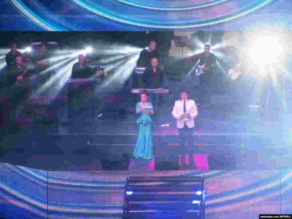 Konserti türkmen diktorlary alyp bardy